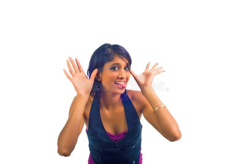 棕色女孩行为不端的年轻人 库存照片
