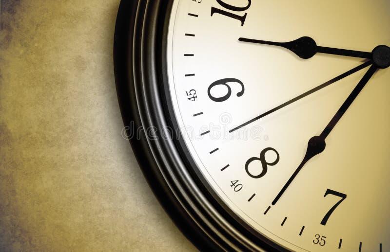 棕色时钟滴答作响的时间 免版税库存图片