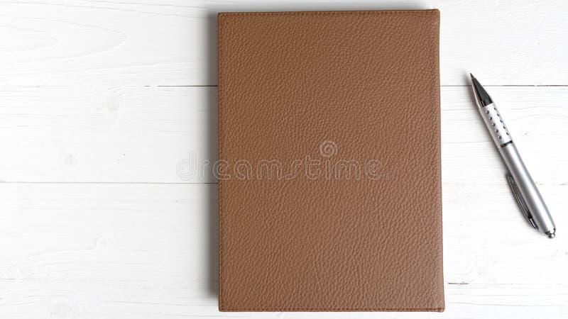 棕色笔记本笔 图库摄影