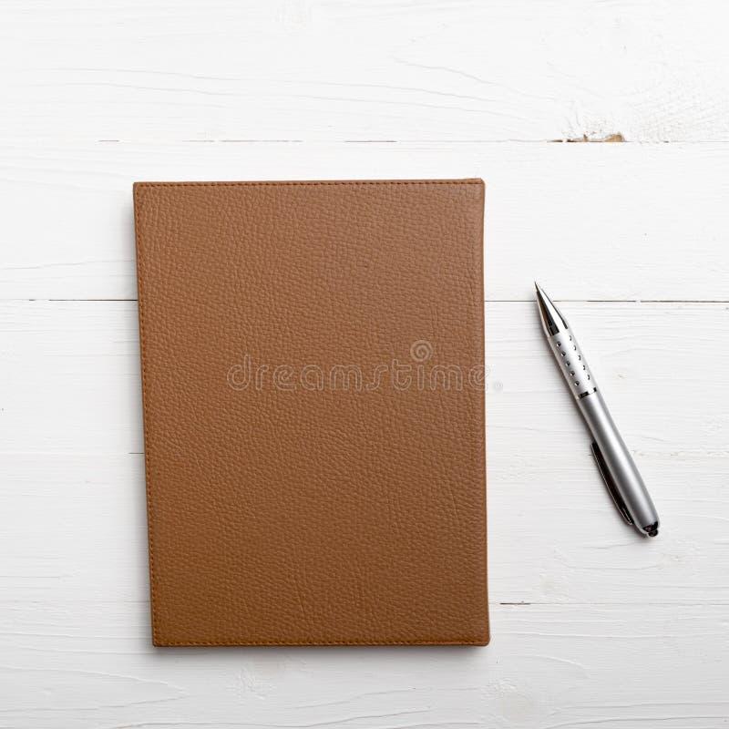 棕色笔记本笔 免版税库存图片