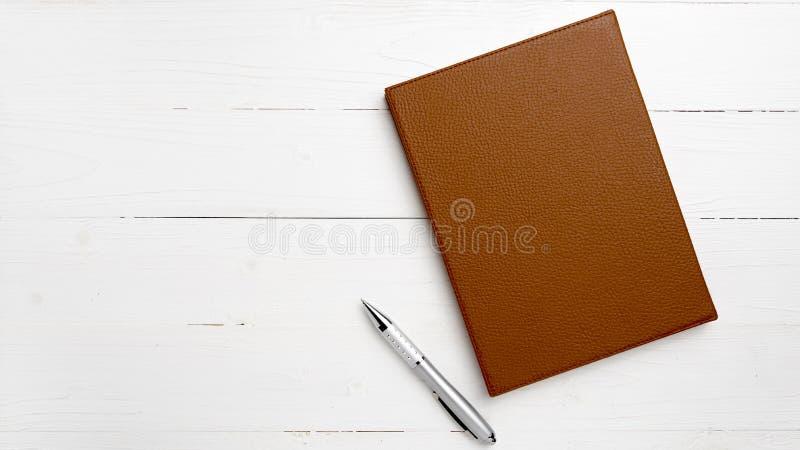 棕色笔记本笔 免版税图库摄影