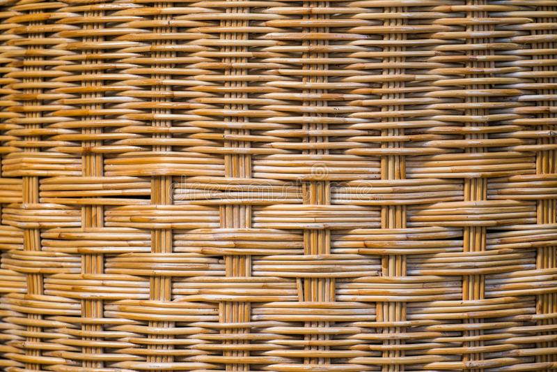 棕色表面由藤条,与精心制作一起的编织制成 免版税库存照片