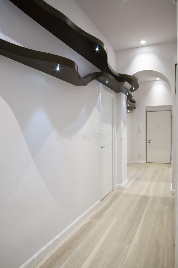 棕色走廊形状的架子木头 图库摄影