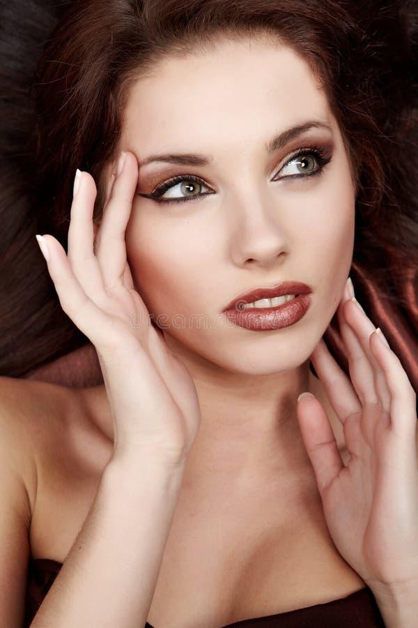 棕色页丝绸妇女年轻人 库存照片