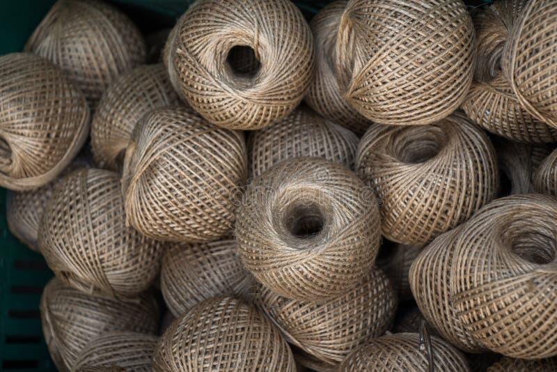 棕色颜色亚麻布串短管轴或卷  免版税库存图片