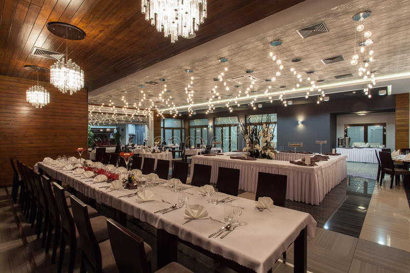 森林地旅馆-餐馆在旅馆里 免版税库存照片
