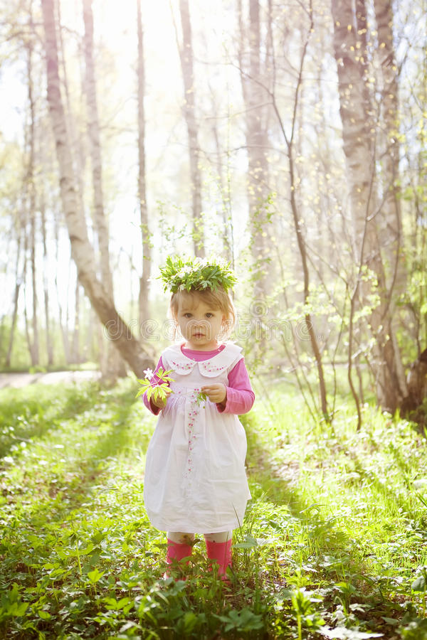 森林女孩一点 免版税库存照片