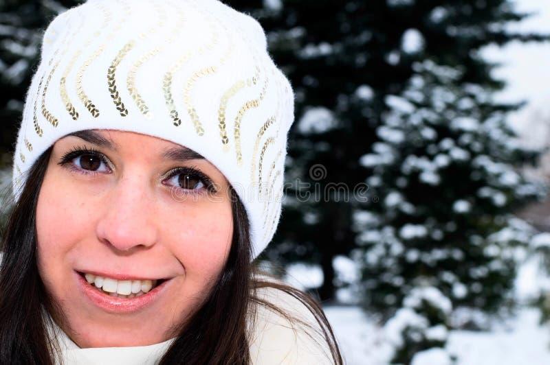 森林女孩俏丽的冬天 图库摄影