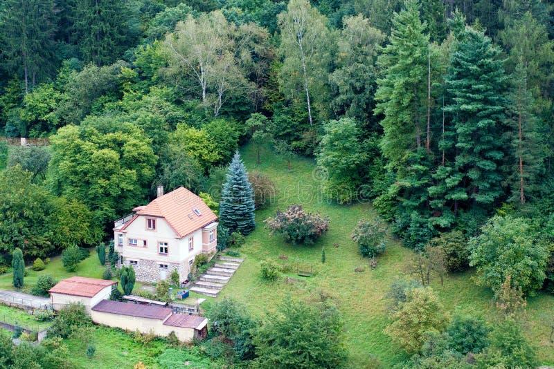 森林房子 免版税库存照片