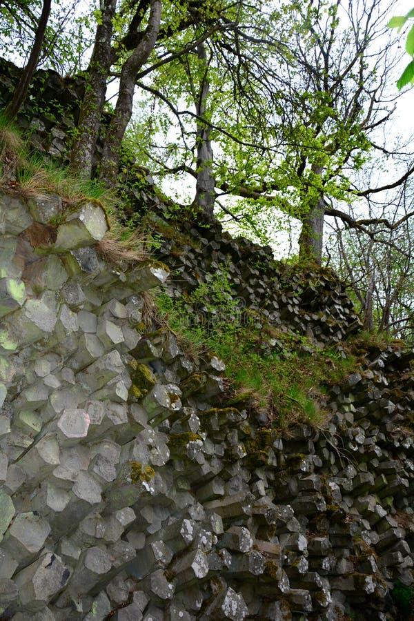 棱镜墙壁-玄武岩专栏在巴伐利亚,德国 免版税图库摄影