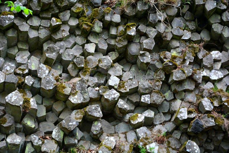 棱镜墙壁-玄武岩专栏在Rhön,巴伐利亚,德国 免版税图库摄影