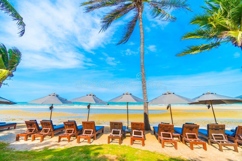 Download 椅子伞 库存照片. 图片 包括有 椅子, 夏天, 火箭筒, 掌上型计算机, 海岛, 假期, 空白, 结构树 - 72365732