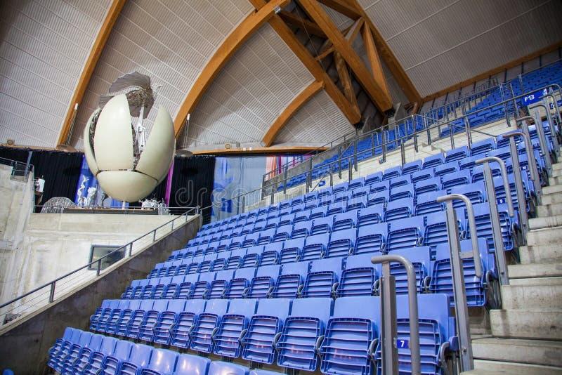 椅子在体育体育场内 库存照片