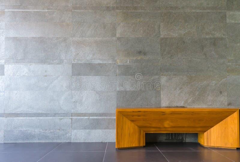 椅子在客厅,大理石墙壁 库存图片
