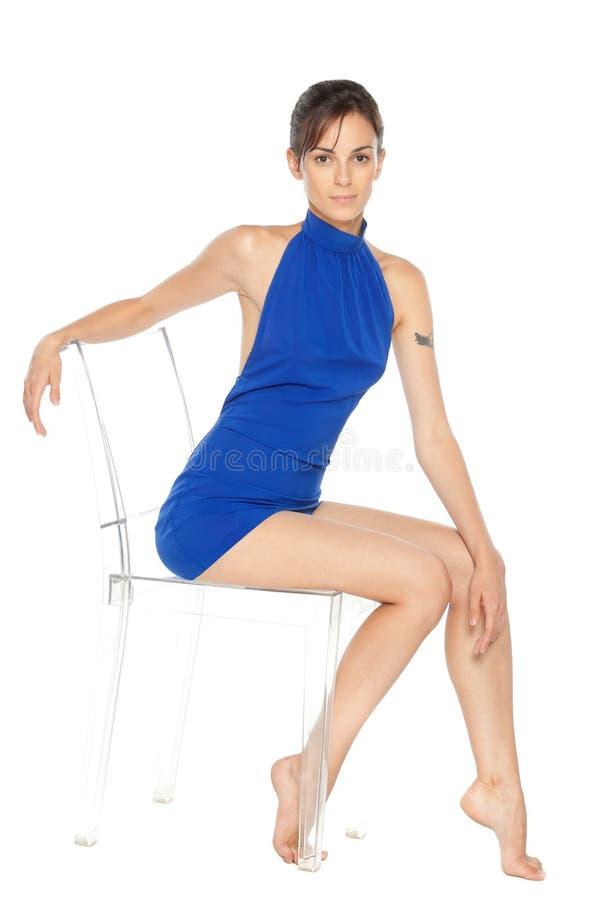 椅子方式女性模型摆在 图库摄影