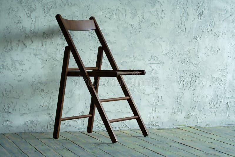 Download 椅子空的空间 库存照片. 图片 包括有 黑暗, 全能, 楼层, 样式, 减速火箭, 个性, 木条地板, 没人 - 62539426