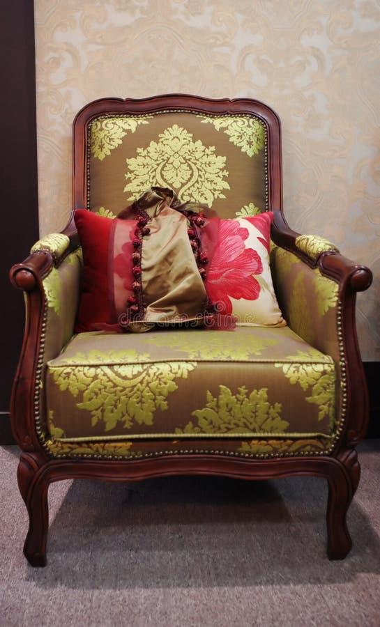 椅子被塑造的老木 库存图片