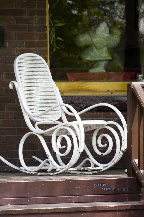 椅子门廊白色 免版税库存照片