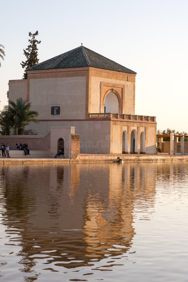 植物园位于对马拉喀什,摩洛哥西部,在阿特拉斯山脉附近 免版税库存图片