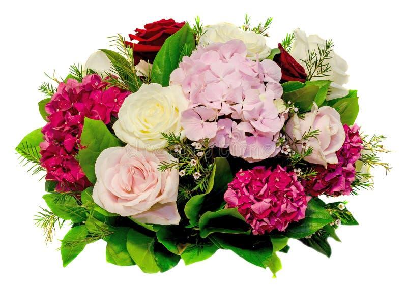 植物布置,花束,与白色,桃红色、黄色玫瑰和紫色霍滕西亚,八仙花属,关闭,隔绝了白色背景 免版税库存照片