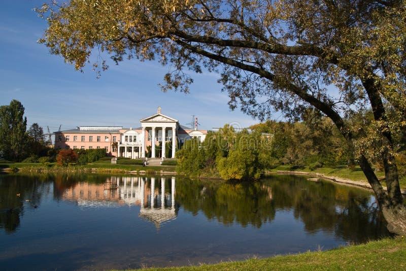植物的大厦庭院主要莫斯科 免版税库存图片