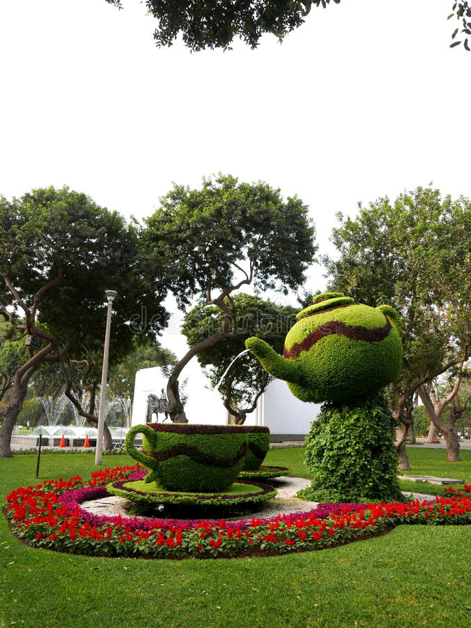 植物的茶具喷泉,不可思议的水电路,利马 库存照片