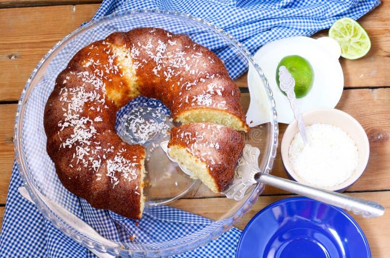 椰子和石灰环形蛋糕 图库摄影