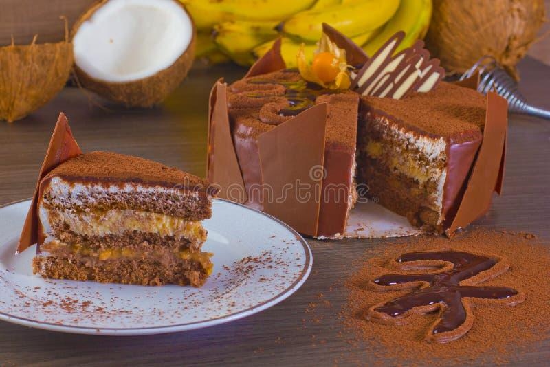 Download 椰子和香蕉蛋糕 库存照片. 图片 包括有 焦糖, 生活方式, 果子, 圣诞节, 背包, 黄色, 关闭, 下来 - 72369790