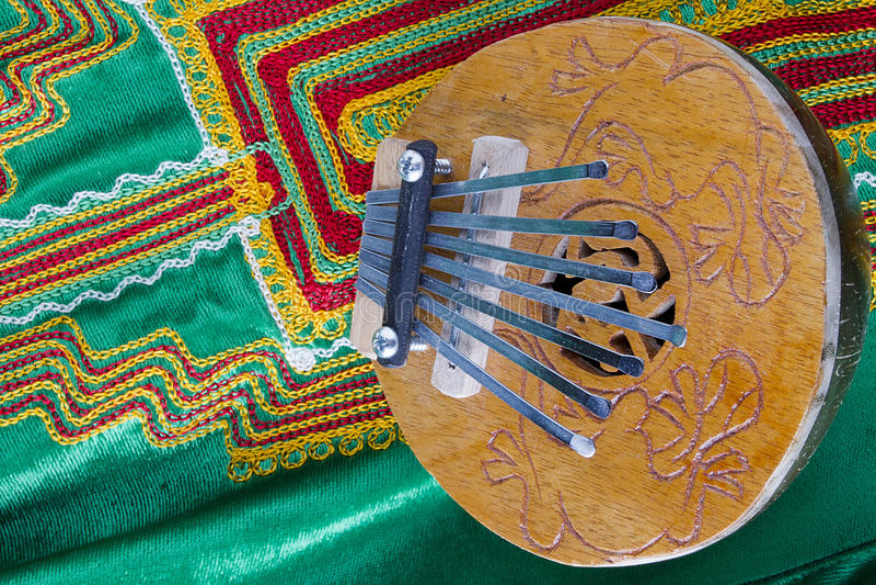 椰子Kalimba拇指钢琴 免版税图库摄影