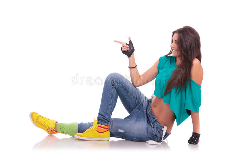 楼层指向的妇女舞蹈演员 库存图片