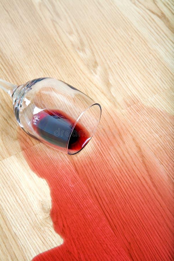 楼层溢出的酒 免版税图库摄影
