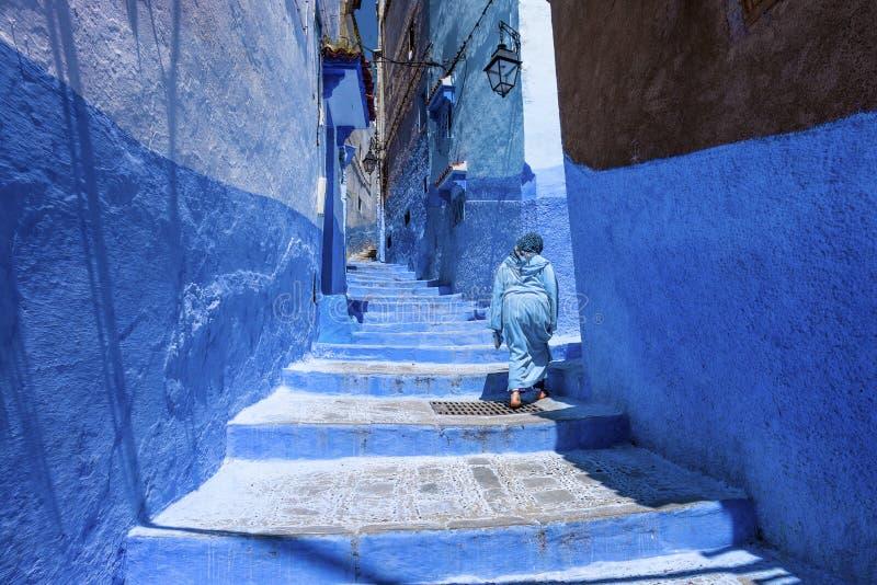 楼梯和墙壁在麦地那chefchaouen 免版税库存图片