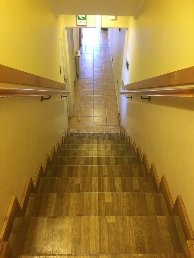 楼梯在圣地亚哥辣椒的一家旅馆里 免版税库存图片
