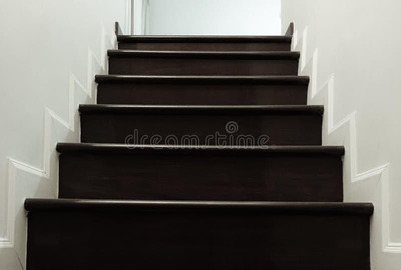楼梯在房子里 免版税库存照片