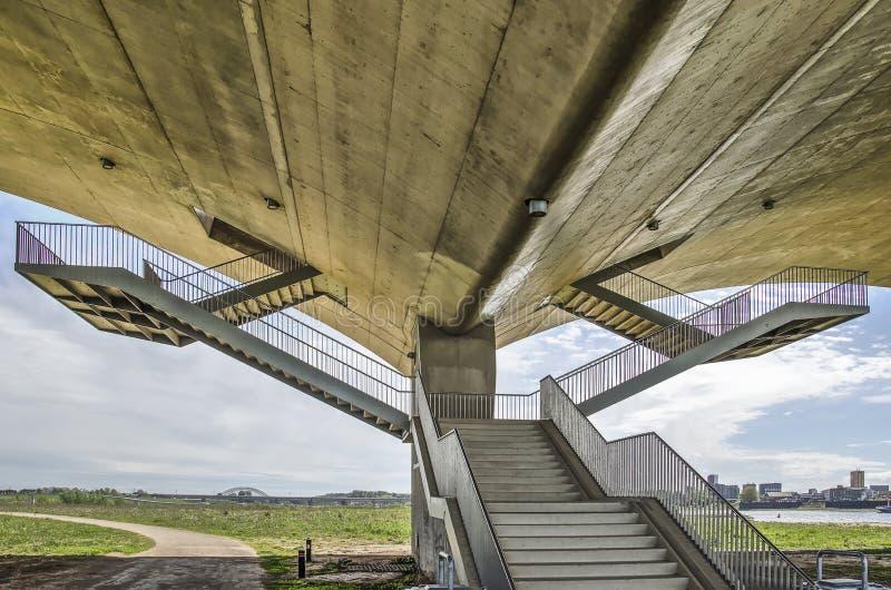 楼梯在桥梁下 库存图片