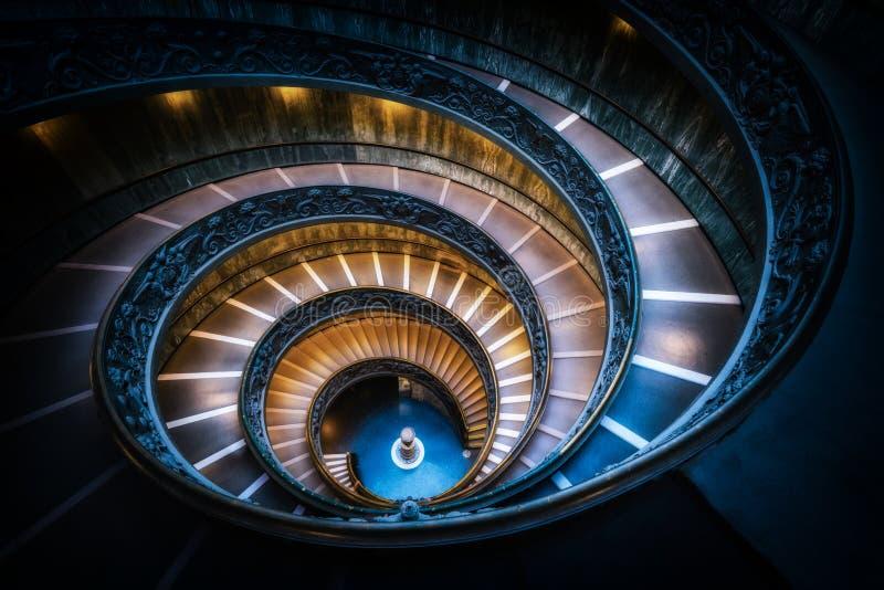 楼梯在梵蒂冈博物馆,梵蒂冈,罗马,意大利 免版税库存图片