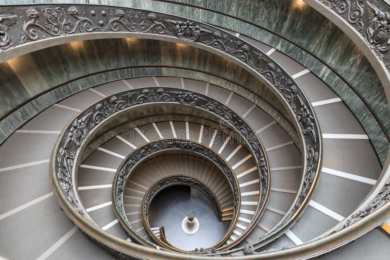 楼梯在梵蒂冈的梵蒂冈博物馆,罗马,意大利 双重螺旋楼梯is is著名旅行目的地o 免版税库存照片