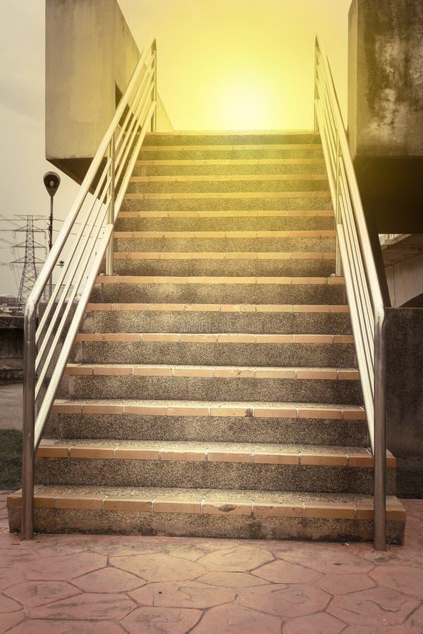 楼梯街道肮脏的大理石 水泥石头 特写镜头 免版税库存照片