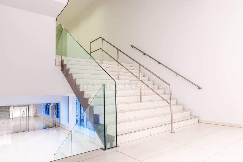 楼梯走廊电梯 库存照片