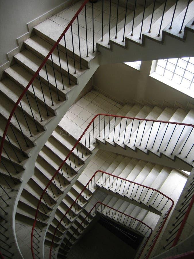 Download 楼梯 库存图片. 图片 包括有 铁路运输, 楼下, 步骤, 栏杆, 扶手栏杆, 旅馆, 楼梯, 瓦片, 台阶 - 183349