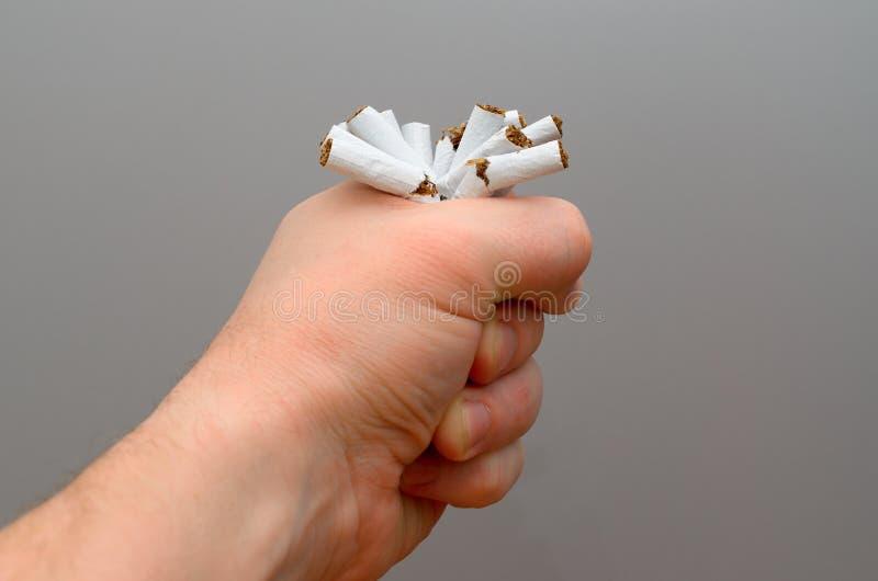 概念健康生活方式 3d离开被回报的反图象抽烟 免版税库存图片