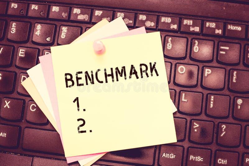 概念性手文字陈列基准 企业照片文本标准或参考点反对哪些事的 库存照片