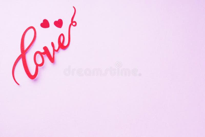 概念情人节,在桃红色背景的题字爱 免版税图库摄影