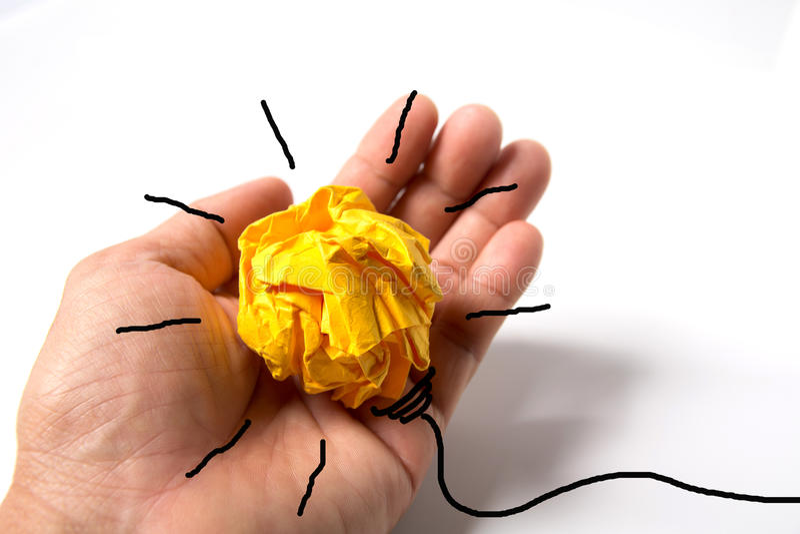 概念想法和创新与纸电灯泡 免版税库存照片