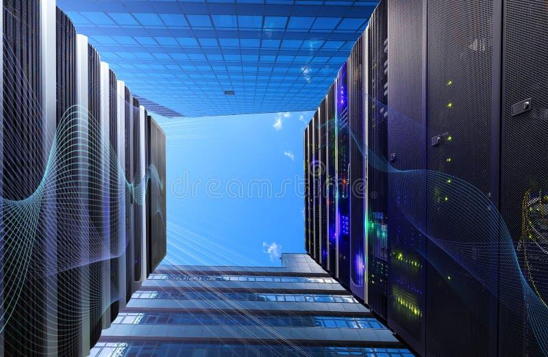 概念数据中心和修造的外墙服务器室在蓝天下 库存图片