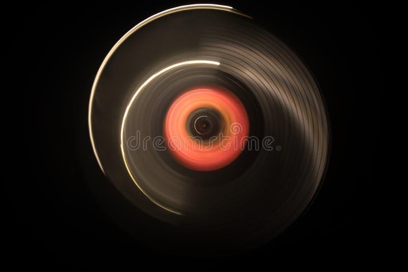 概念电吉他例证音乐 在黑暗的背景的Freezelight发光的演奏与发光的抽象线概念的乙烯基或转盘乙烯基在黑暗 库存图片