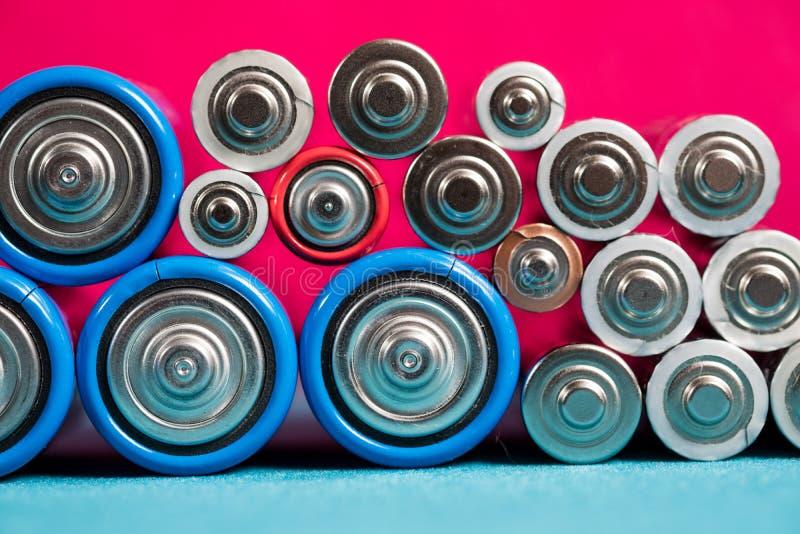 概念许多生态的图象我投资组合回收 许多不同的类型使用的或新的电池 库存照片