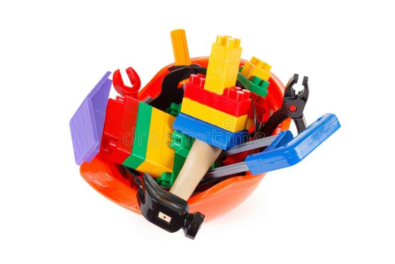 概念建造者或建筑师职业、防护盔甲和玩具仪器在白色 免版税库存图片