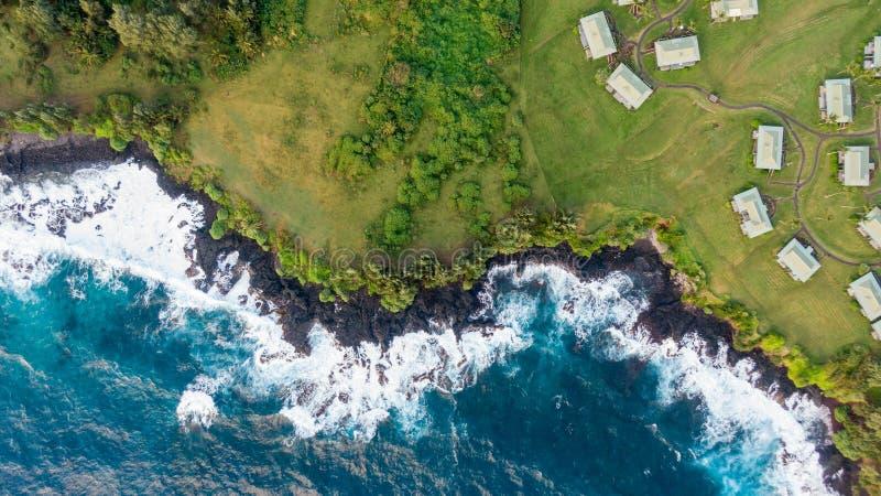概略的火山的海岸线的惊人鸟瞰图在哈纳镇在毛伊的东边,夏威夷海岛的  Beauti 库存图片