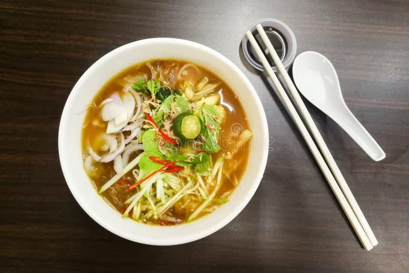 槟榔岛与大虾酱,普遍的马来西亚烹调的Asam Laksa 免版税库存照片